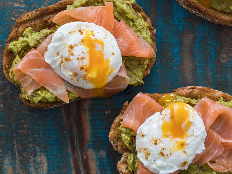 Recept-Avocado-toast-met-zalm-en-ei_3x4klein
