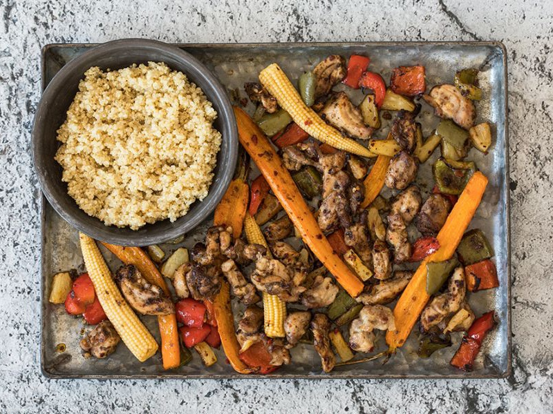 Recept-Jamaicaanse-gekruide-kip-met-groenten-uit-de-oven-3x4-klein